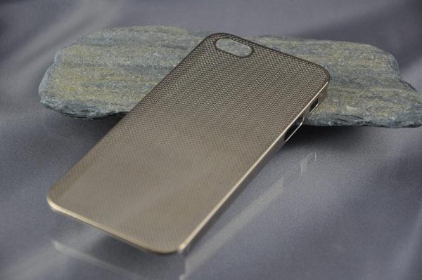 iPhone 5/5S/SE Alucase gelocht, braun
