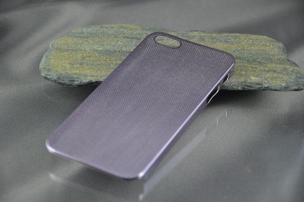 iPhone 5/5S/SE Alucase gelocht, violett