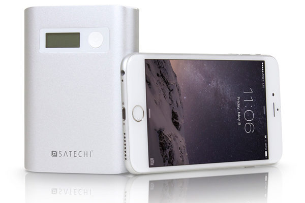 Satechi SX10 - Portabler Schnellade-Akku aus Alu 10'000 mAh für Smartphones & Tablets mit 3x USB Ports (2x 1A, 1x 2.4A), digitaler Akkuanzeige und integrierter Taschenlampe, silber