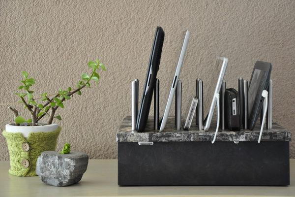 """Bridge94 Holz-Ladestation """"SELF-MADE"""" für iPhone, iPad, Samsung und andere Geräte mit USB-Ladekabel"""