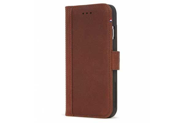 Decoded Premium Leder Wallet mit Kreditkartenfächern und einem magnetischem Verschluss für iPhone 7, braun
