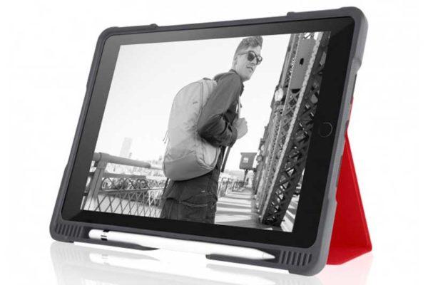 """STM Dux Plus - Schock resistentes Case für iPad Pro 10.5"""" mit verstärktem Eckschutz, rot-transparent"""