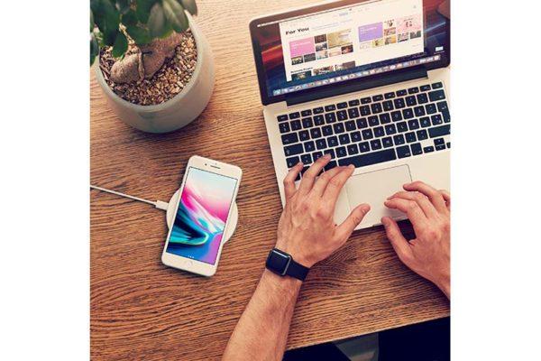 Satechi-Wireless-Qi-Charging-Pad-für-iPhones-Smartphones-rose-gold-01