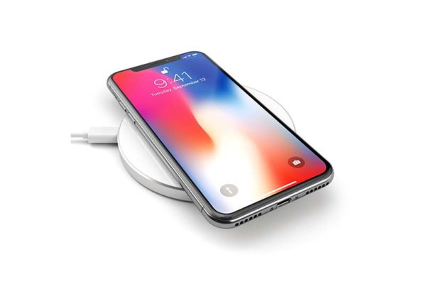 Satechi-Wireless-Qi-Charging-Pad-für-iPhones-Smartphones-silber