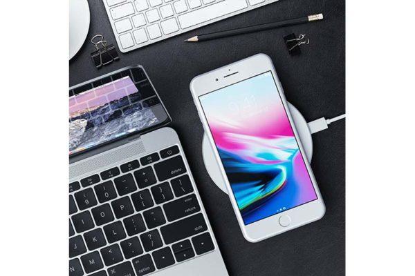 Satechi-Wireless-Qi-Charging-Pad-für-iPhones-Smartphones-silber