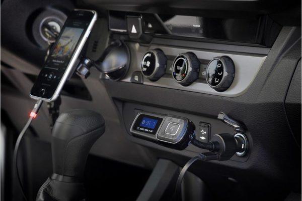 Scosche-Bluetooth-Freisprecheinrichtung-digitalem-FM-Transmitter-10-Watt-USB-Autoladegerät-Schwarz-2